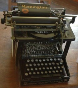 antique-remington-typewriter-725x482